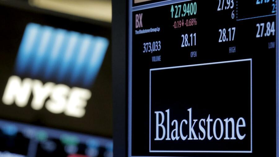 L'investitore finanziario JC Flowers ha in programma di vendere la restante quota del 60,6 per cento nella banca olandese NIBC a Blackstone.  Fonte: Reuters