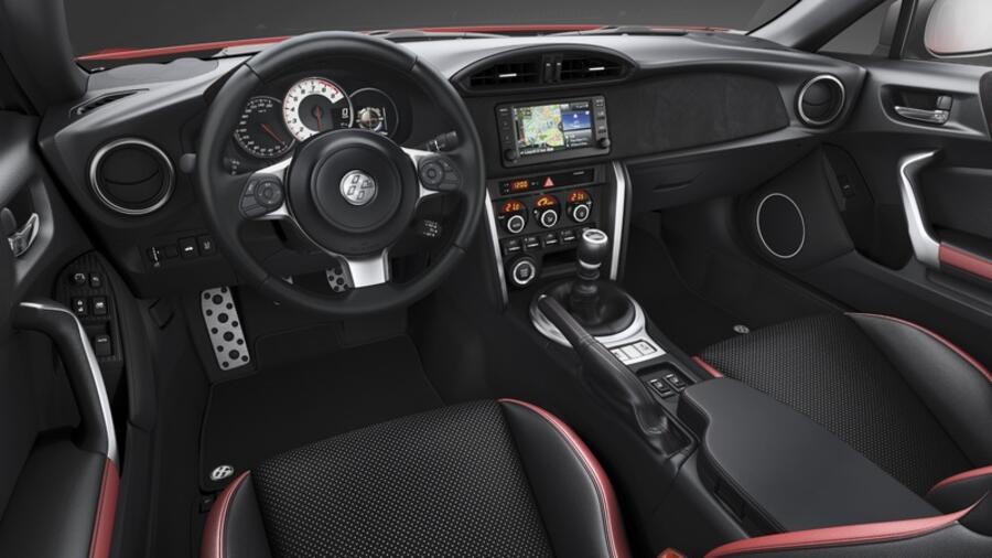 Fahrbericht Toyota Gt86 Mit Qualmenden Reifen Durch Die Kehre