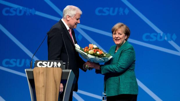 CSU-Parteitag: Merkel und Seehofer beschwören Einigkeit von CDU und CSU
