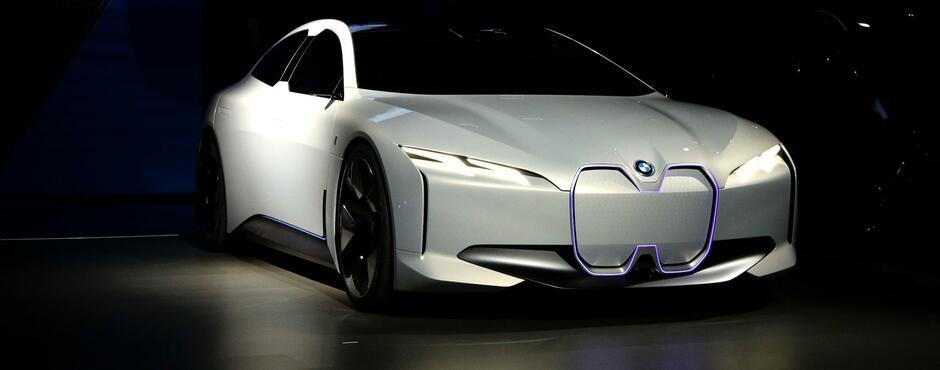 Elektroauto I4 Bmw Baut Seinen Tesla Angreifer In München