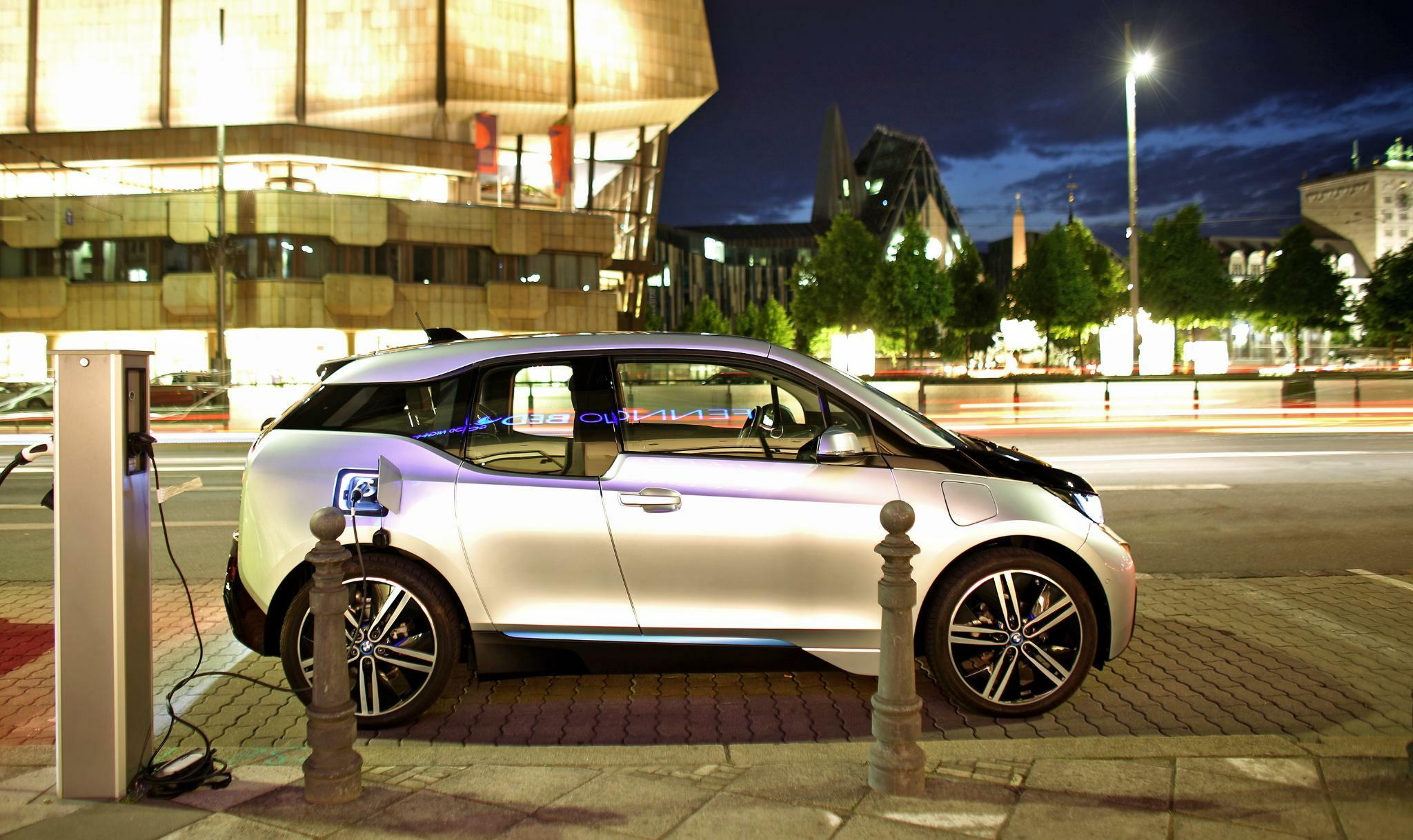 BMW verkauft mehr Elektro- und Hybridautos