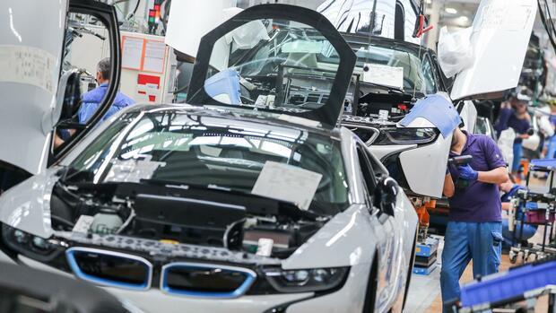 Autobauer: BMW verkauft 20 Prozent weniger Autos