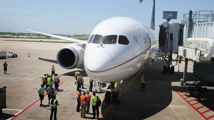 Die Boeing 787 von United Airlines kommt in Chicago an. Quelle: AFP