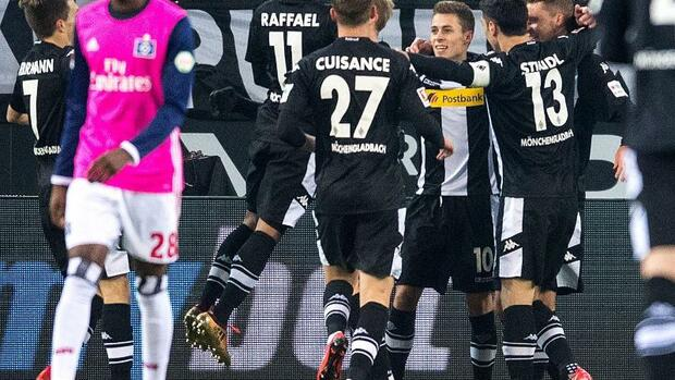 Fußball: Gladbach vergrößert Hamburger Abstiegssorgen