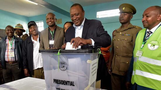 Kenyas Präsident Kenyatta gewinnt umstrittene Neuwahl - mit fast 100 Prozent der Stimmen