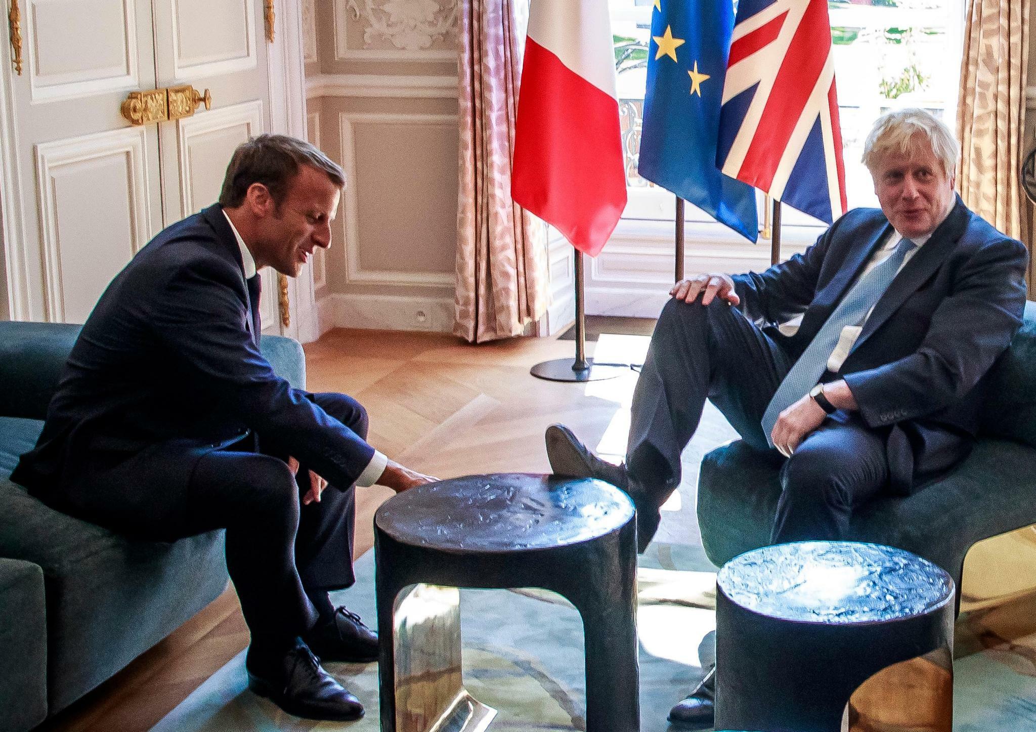 Fauxpas des britischen Premiers – Aufregung um Fuß auf dem Tisch