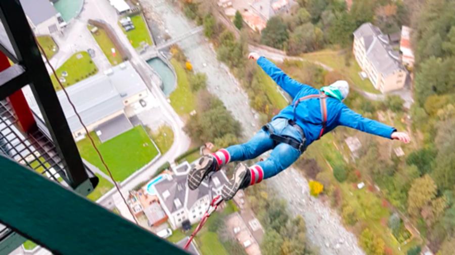 Zwei Bungee-Jumper sprangen 30 Mal von Europabrücke