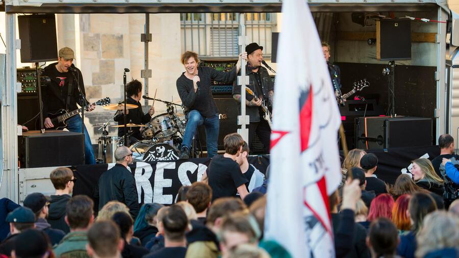 Toten Hosen Bei Anti Pegida Demo Campinos Schrei Nach Liebe