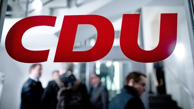 Umfrage-zur-Bundestagswahl-Trotz-Streit-um-die-K-Frage-Union-legt-in-W-hlergunst-zu