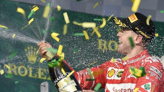 Vettel gewinnt vor Hamilton