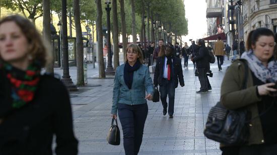 Auto rammte auf Pariser Champs-Elysees Polizeiwagen und detonierte