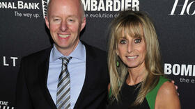 "New York: Chris McCumber, Präsident bei USA Network, posiert mit Bonnie Hammer, Chefin der Kabelsparte bei NBC Universal, auf dem roten Teppich der ""Hollywood Reporter Celebrates"". Quelle: ap"