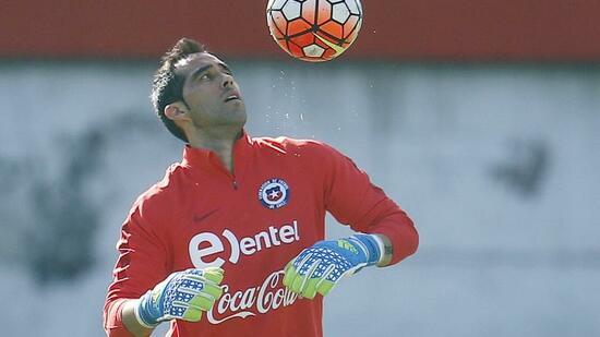Fußball: Chile hofft auf Einsatz von Torwart Bravo