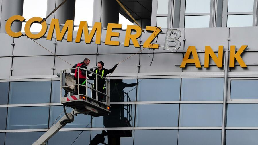 Konzernumbau belastet: Gewinn der Commerzbank bricht ein