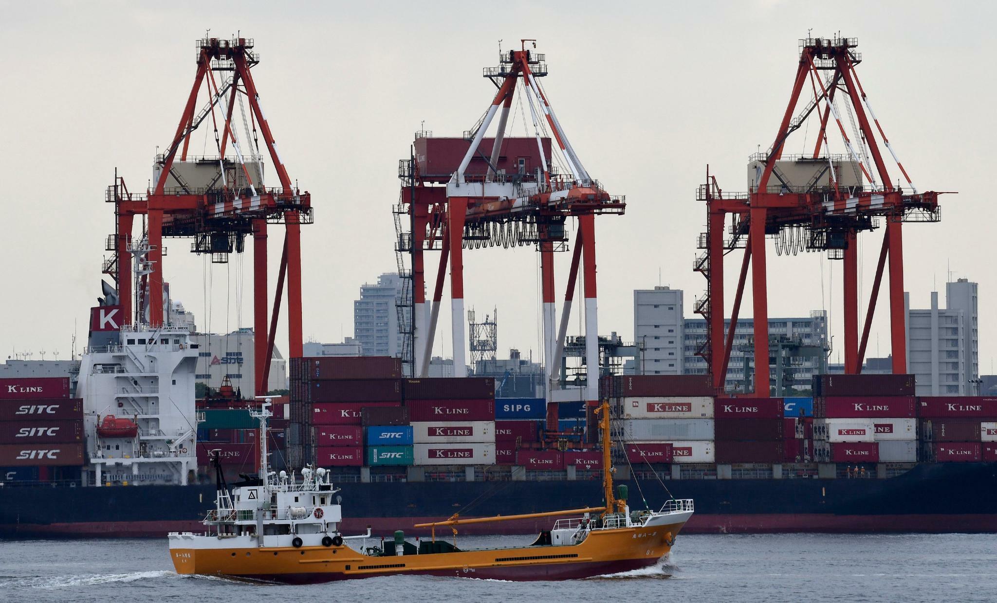 Japans Exporte schrumpfen den elften Monat in Folge