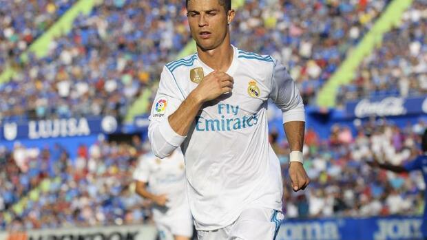 Fußball: Ronaldo vor Jubiläums-Trophäe - Neuer und BVB-Fans nominiert