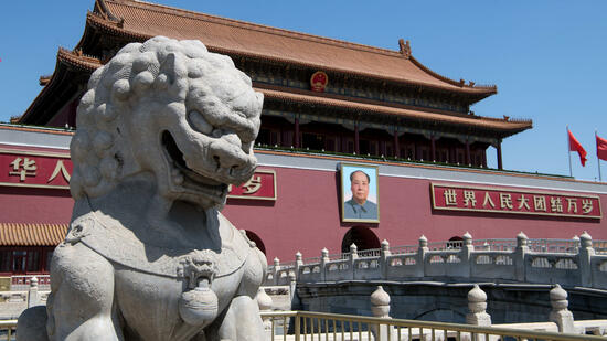 Beratungen in Berlin : Merkel trifft Chinas Premier Li - Abgrenzung von Trump?