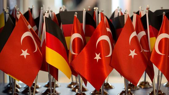 Erdogan wirbt am letzten Wahlkampftag um Zustimmung bei Referendum