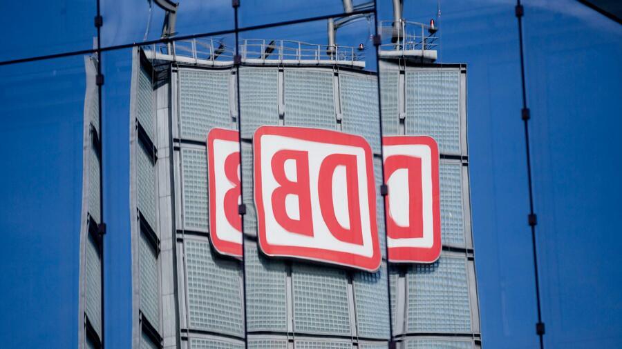 Wird aus der Aktiengesellschaft künftig eine GmbH? Unionspolitiker sehen den Wechsel der Gesellschaftsform skeptisch. Quelle: dpa