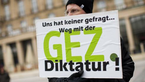 http://www.handelsblatt.com/images/demonstration-gegen-rundfunkgebuehren/8289612/2-format3.jpg