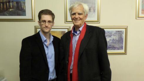 Edward Snowden und Hans-Christian Ströbele auf einem Foto, das der Bundestagsabgeordnete auf seinem Twitter-Account veröffentlichte.