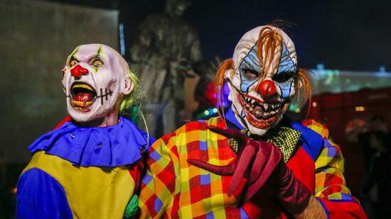 Grusel-Clown erschreckt nachts Männer in Nordrhein-Westfalen