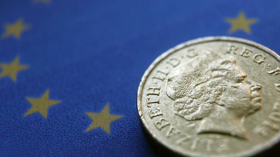 Während der jüngsten Geschichte war 1 Dollar weniger wert als ein Pfund Sterling. Doch ab Juni wird das Pfund auf einem Rekordtief gegenüber dem Dollar zu $ 1,37 pro Pfund, unten von $ 1,71 ein Pfund im Juli sitzt Dieser Trend deutet auf eine Verschlechterung der Wirtschaftslage in Groß Großbritannien in Verbindung mit einer Verbesserung der US-Wirtschaft.