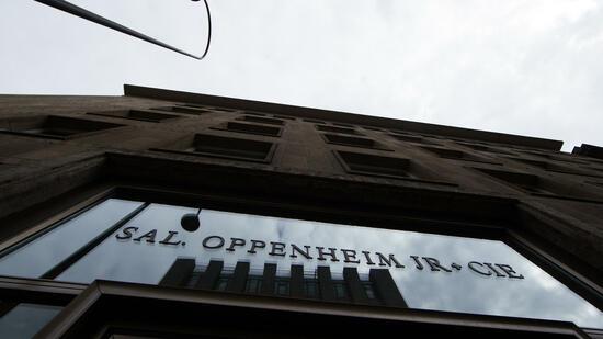 Die Kölner Privatbank Sal. Oppenheim soll Kunden bei der Steuerhinterziehung geholfen haben. Quelle: dpa