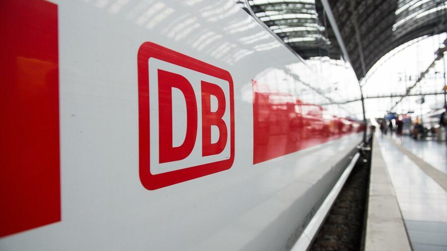 Der Umsatz des Unternehmens sackte den Angaben zufolge auf 19,4 Milliarden Euro im ersten Halbjahr ab und lag damit etwa 2,5 Milliarden Euro unter dem Vorjahreszeitraum. Quelle: dpa