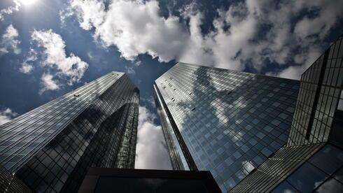 nhäAuch die Deutsche Bank müsste künftig Bargeldreserven in Höhe der Kredite, die sie vergibt, vorweisen. Quelle: dapd