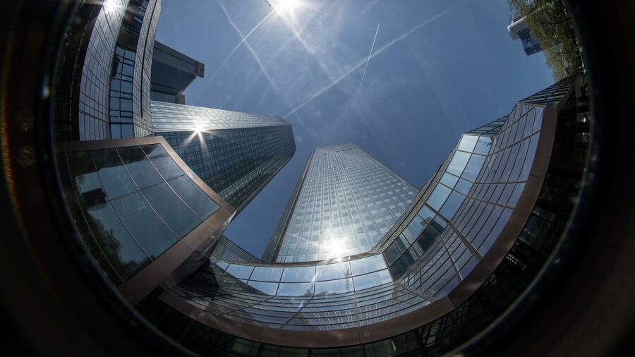 Millionen mehr - Darum geht der Deutsche-Bank-Umbau so ins Geld