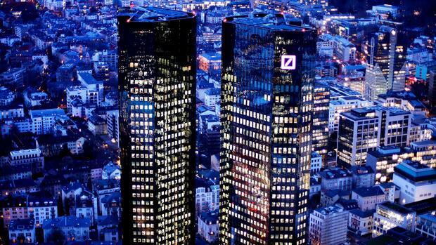 Banker von Deutscher Bank und Commerzbank suchen neue Jobs