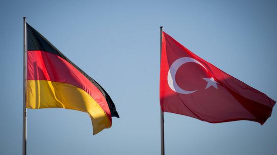 Deutsche Politiker geben Zurückhaltung gegen Erdogan auf
