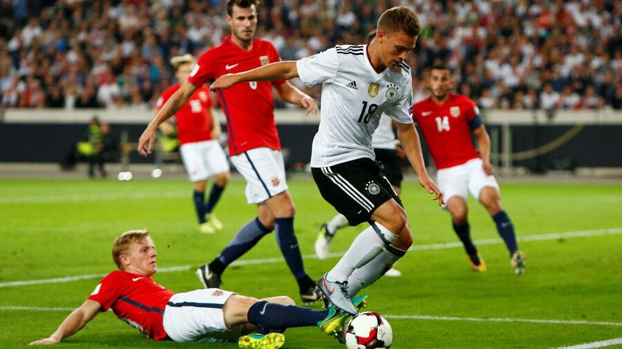 WM-Qualifikation: Deutschlands Joshua Kimmich in Aktion. Quelle: Reuters