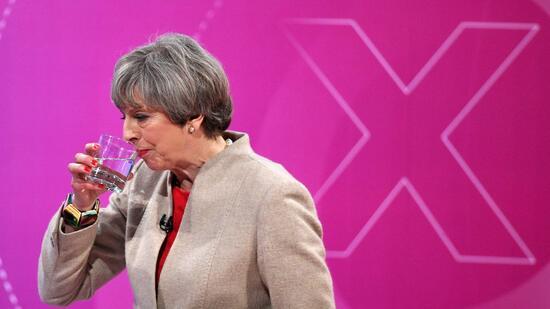 Britische Premierministerin May könnte Mehrheit einbüßen