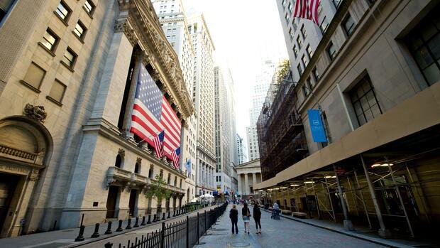 Dow Jones, Nasdaq, S&P 500: US-Märkte schließen uneinheitlich – Arbeitsmarktdaten schwach, Fluggesellschaften legen zu