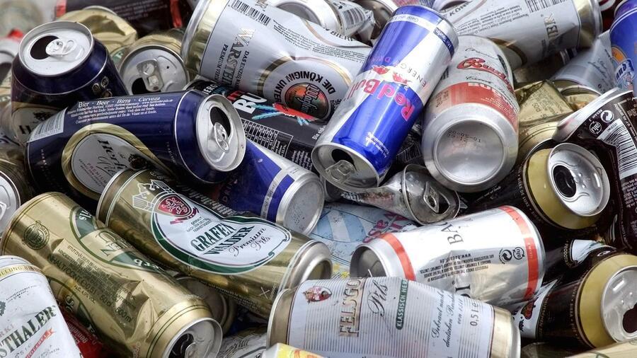 Getränkeverpackungen: Aldi, Lidl, Pepsi und Red Bull bilden Einweg-Lobby