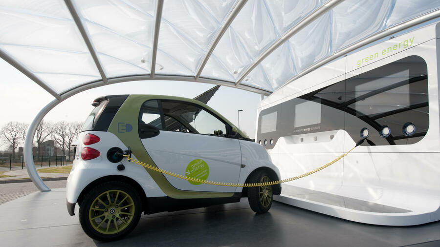 "Die ""E-Tankstelle"" der Gildemeister Energy Solution. Quelle: picture alliance/dpa"