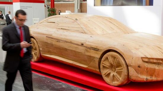 holz im fahrzeugbau forscher schnitzen am auto der zukunft. Black Bedroom Furniture Sets. Home Design Ideas