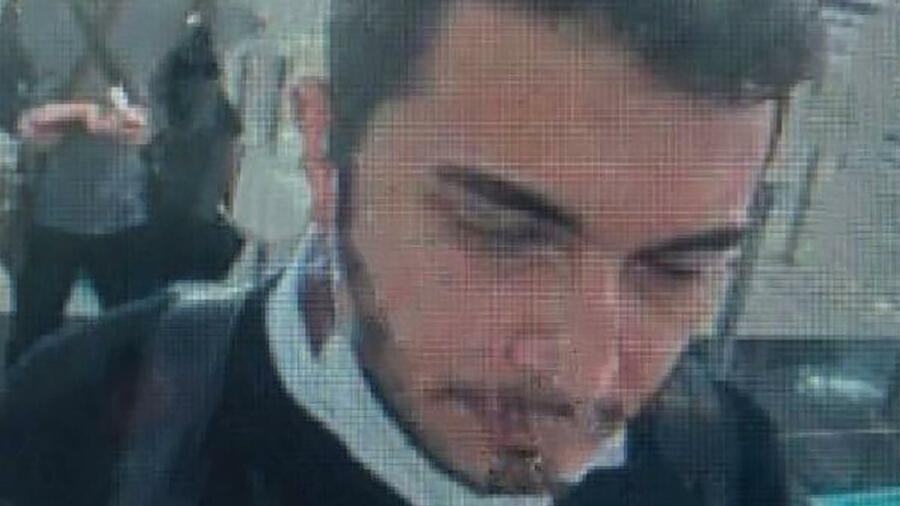 Das von der Nachrichtenagentur Demirören freigegebene Foto soll Özer bei der Passkontrolle am Internationalen Flughafen Istanbul zeigen. Quelle: AFP