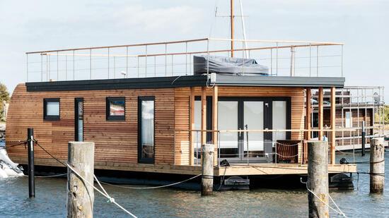 mein leben im baumhaus teil 5 ein ausflug auf ein hausboot. Black Bedroom Furniture Sets. Home Design Ideas