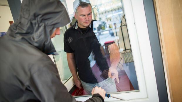 Hilfe gegen einbrecher fenster aufhebeln unter polizei for Fenster sichern gegen aufhebeln