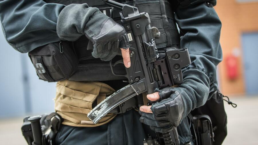 Gemeinsame Aktion: Polizei gelingt Schlag gegen internationale Waffenhändler