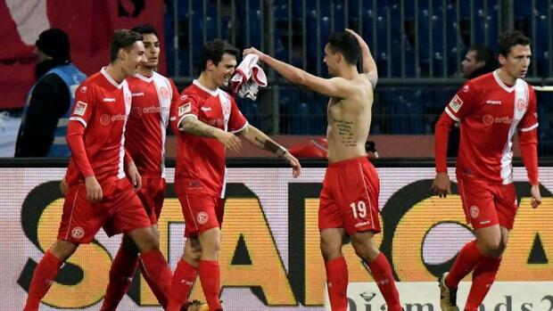 Fußball: Düsseldorf nach 1:0 in Braunschweig wieder Tabellenführer