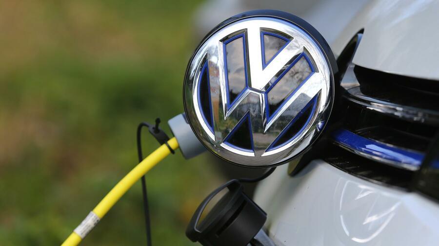 Elektromobilität - VW denkt über Einstieg in Batteriezellfertigung nach