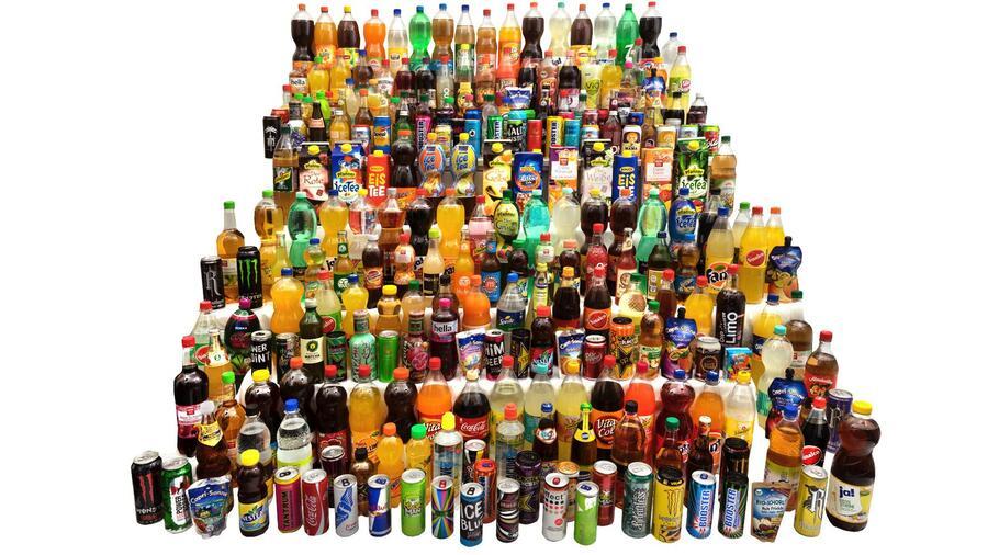 Cola und Co – Diese Erfrischungsgetränke enthalten besonders viel