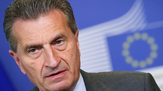 Flüchtlingsdeal: EU-Kommissar Oettinger fordert mehr als zwei Milliarden Euro für Türkei