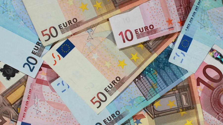 Euro Scheine Und Münzen Bargeld Nachfrage Steigt Auf Rekordwert