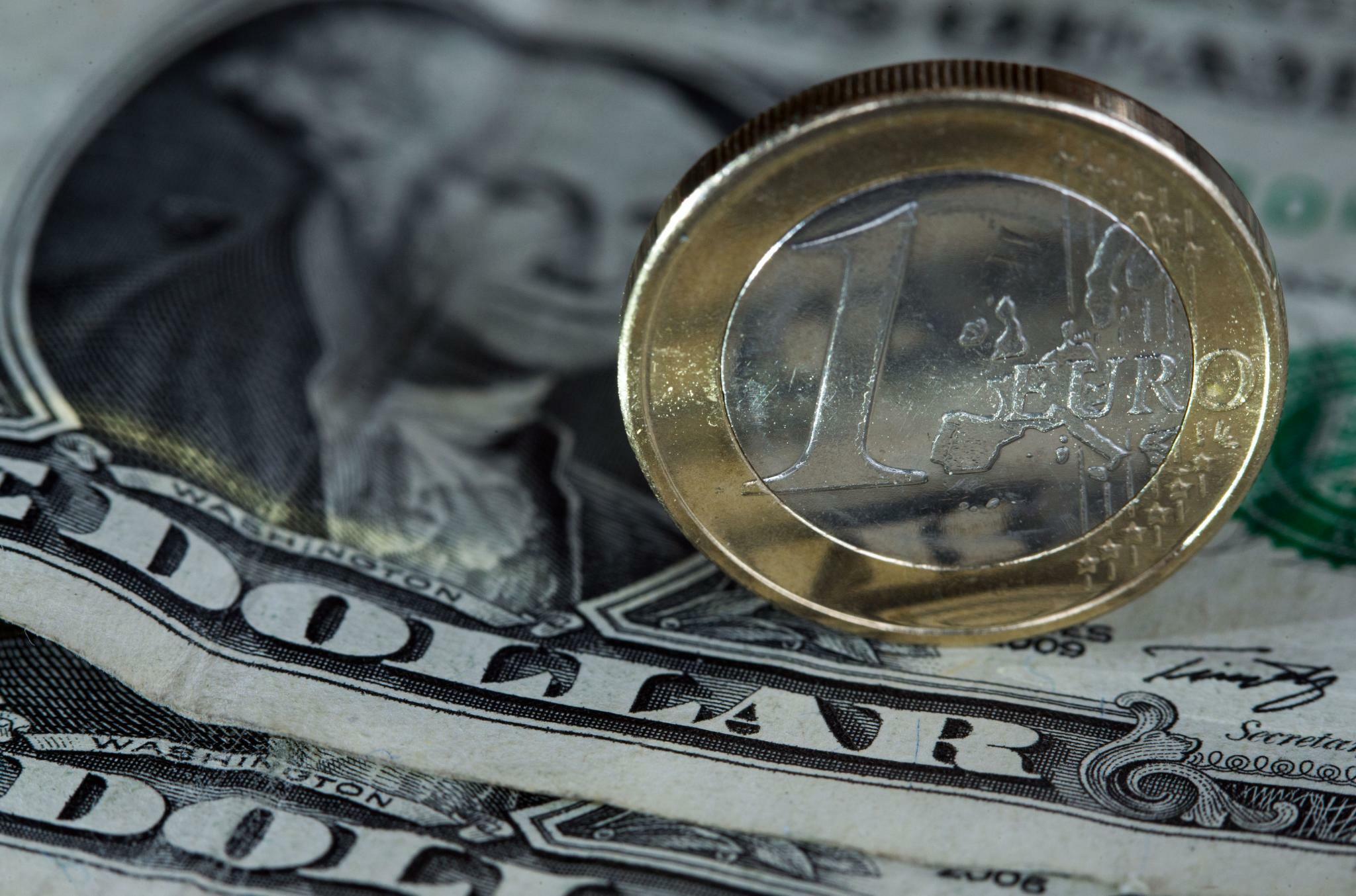 Euro weiter bei 1,11 US-Dollar