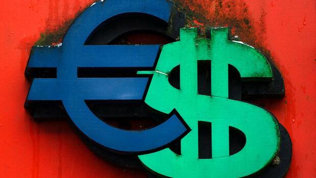 Dollar-Kurs gerät unter Druck